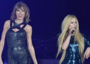 """Taylor Swift, duetto con Avril Lavigne su """"Complicated"""""""