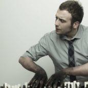 """Raphael Gualazzi: Ascolta il nuovo singolo """"La fine del mondo"""""""