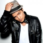 """Bruno Mars: Ascolta """"Versace On The Floor"""", il nuovo singolo"""