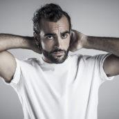 Un anno di Covid: Marco Mengoni canta Lucio Dalla a Bergamo