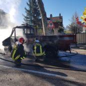 Autocarro prende fuoco a Parolise