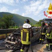 Monteforte Irpino, veicolo in fiamme sull'A16