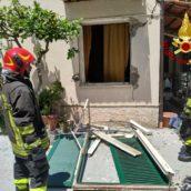 Lauro, fuga di gas,esplode una villetta:anziana in gravi condizioni