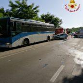 Incidente tra auto e pullman sulla vecchia Ofantina: tre feriti
