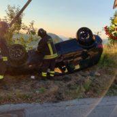 Sant'Angelo Dei Lombardi, perde il controllo dell'auto e si ribalta: 42enne ferito