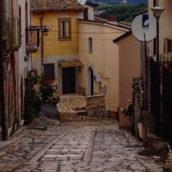 Montefalcione sotto choc: cadavere in strada