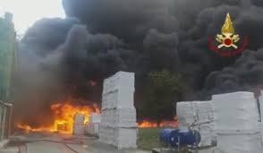 Pianodardine,incendio in una fabbrica di batterie.