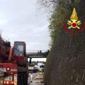 Montemiletto, camion sbanda e perde gasolio sulla carreggiata