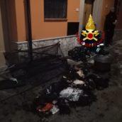 Calitri, fiamme nel centro storico. Salve tre donne