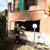 Lioni,incendio in un'abitazione : 80enne ustionato