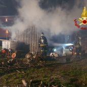 Montoro, incendio in un deposito agricolo