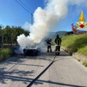 Paura ad Avella, auto in fiamme. Nessun ferito