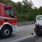 Incidente stradale sulla Fondo Valle Sele. Nessun ferito