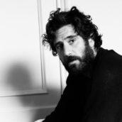 """""""Sotto il sole di Riccione"""": Tommaso Paradiso recita e firma la colonna sonora del nuovo film di Netflix"""