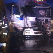 Tir in fiamme sulla A16. Nessun ferito