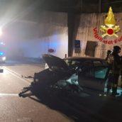 Auto contro un muro sulla Fondo Valle Sele, ferita una 29enne