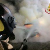 Auto in fiamme sulla A16: nessun ferito