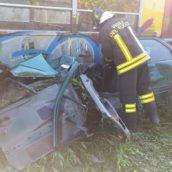 Foto/Treno della Circumvesuviana travolge un'auto,64enne in ospedale
