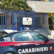 Si introducono nell'ex scuola di Bellizzi danneggiando la porta d'ingresso con un estintore