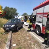 Sbanda e finisce fuori strada: 56enne trasportata al Moscati