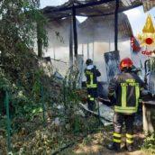 Incendio in un deposito agricolo di Venticano.Quattro ore di lavoro per spegnere il rogo