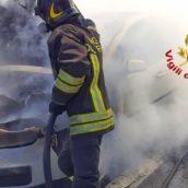 Prende fuoco un'autovettura sulla A16.Nessun ferito