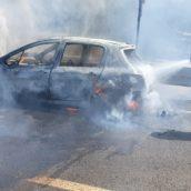 Incendio a Volturara, auto in transito avvolta dalle fiamme