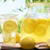 Benefici di un bicchiere di acqua e limone. Quando bere?