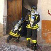 Montefalcione, fiamme in un deposito: nessun ferito