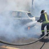 Auto in transito in fiamme a Monteforte Irpino: paura per una famiglia napoletana