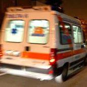 Incidente tra un'auto e un'ApeCar: un uomo in ospedale