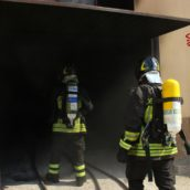 Video/Garage in fiamme ad Atripalda. Caschi Rossi in azione