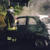 Auto in fiamme nella notte a San Potito Ultra