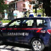 In giro di sera con ascia e roncola: 40enne denunciato dai Carabinieri di Mercogliano