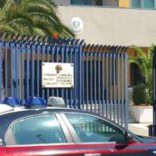 Ruba cosmetici e alimentari in un supermercato: 50enne denunciata dai Carabinieri