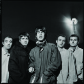 Gli Oasis celebrano i 25 anni di (What's The Story) Morning Glory