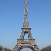 Coprifuoco in Francia dalle 21 alle 6: multa per chi esce a Parigi e in altre 8 città