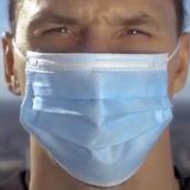 """""""Tu non sei Zlatan, non sfidare il virus"""": Ibrahimovic diventa testimonial anti-Covid"""
