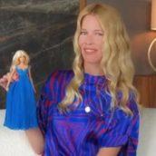 Claudia Schiffer diventa una Barbie per festeggiare i suoi 50 anni