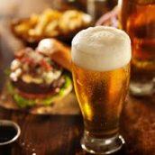 La birra è la preferita degli italiani per socializzare