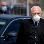 """Coronavirus, scontri a Napoli. De Luca non arretra: """"Seguiremo la nostra linea di rigore"""""""