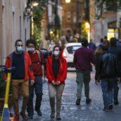 Tutte le regole da seguire con la mascherina per evitare multe fino a 1.000 euro