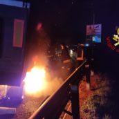 Autostrada A16, ancora un autocarro in fiamme