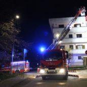 VIDEO/Avellino, prende fuoco la canna fumaria in un'abitazione: nessun ferito