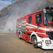 Auto in fiamme sulla Monteforte-Taurano: pompieri in azione