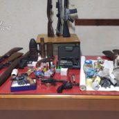 Esplosivi e armi clandestine sequestrate dai Carabinieri nel serinese