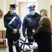 Sant'Angelo dei Lombardi, anziana sola in casa chiede aiuto e chiama i Carabinieri
