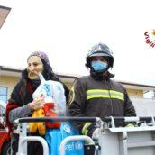 VIDEO/La Befana porta doni ai piccoli degenti del Moscati