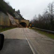 Orsara di Puglia, strada chiusa al traffico a causa di una frana