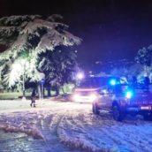 Neve in Irpinia, numerosi veicoli rimasti bloccati lungo le strade: caschi rossi in azione